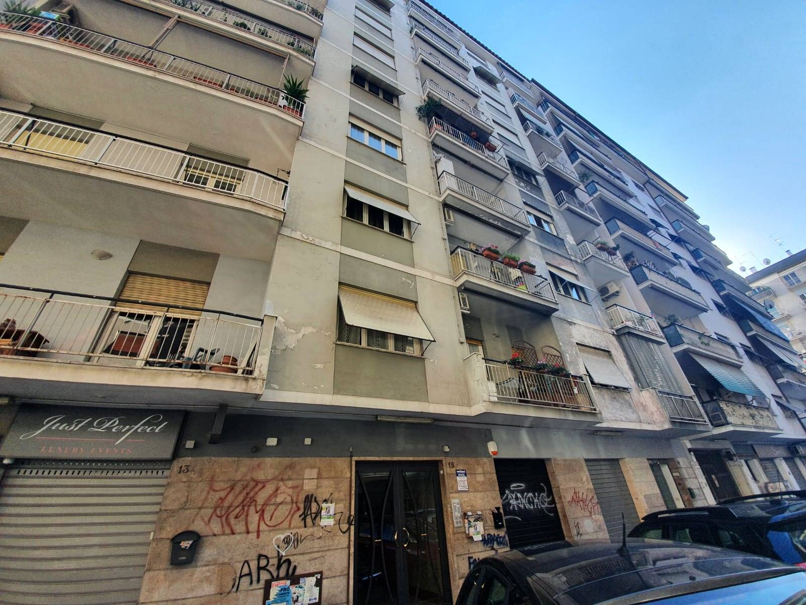 CINECITTÀ, ROMA, Apartment for sale of 80 Sq. mt., Be restored, Heating Centralized, Energetic class: G, Epi: 170 kwh/m2 year, placed at 1° on 6,