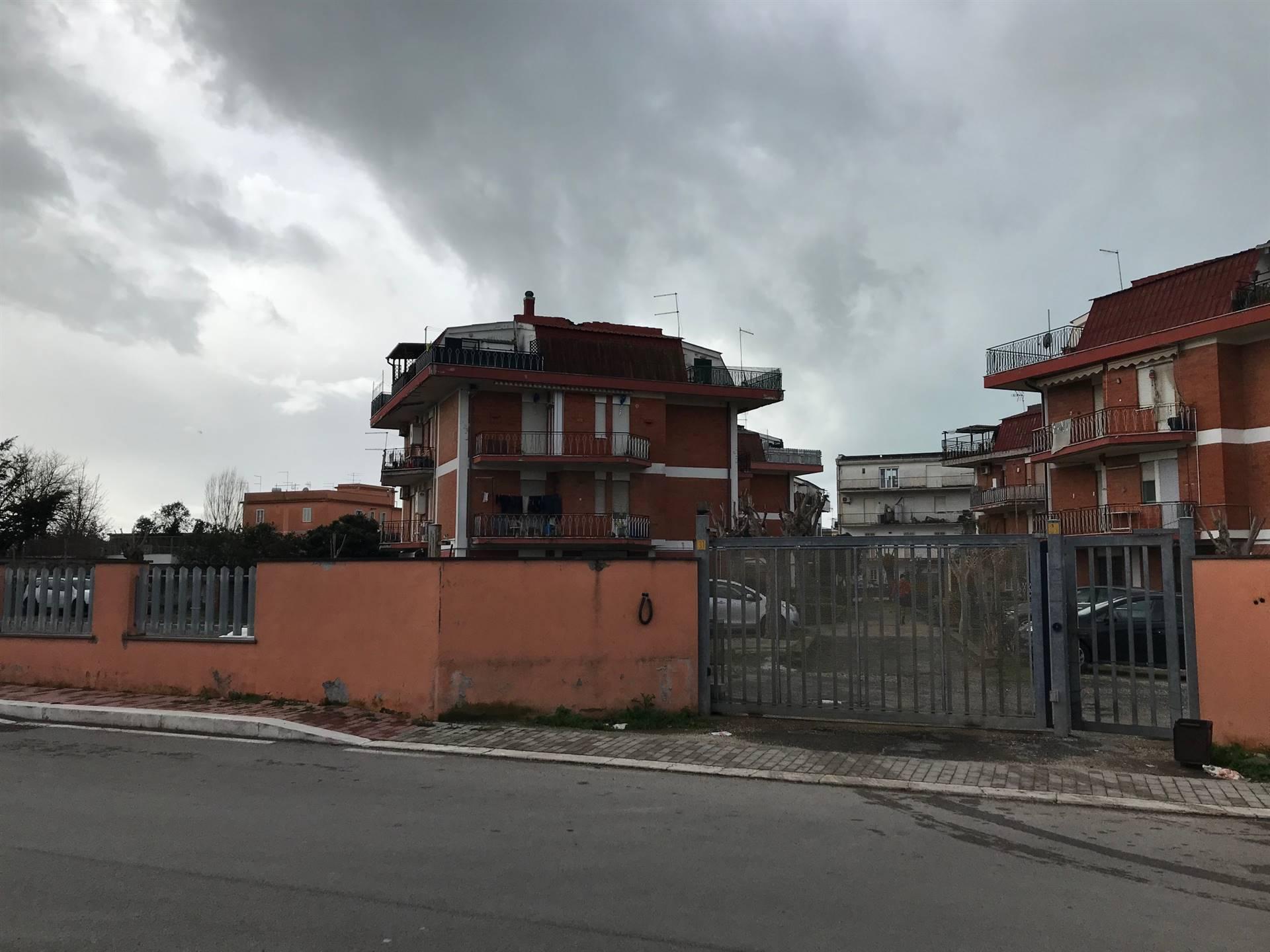 PASSOSCURO precisamente in via Oliena, all'interno di un comprensorio di quattro palazzi, si propone in affitto appartamento posto al secondo piano