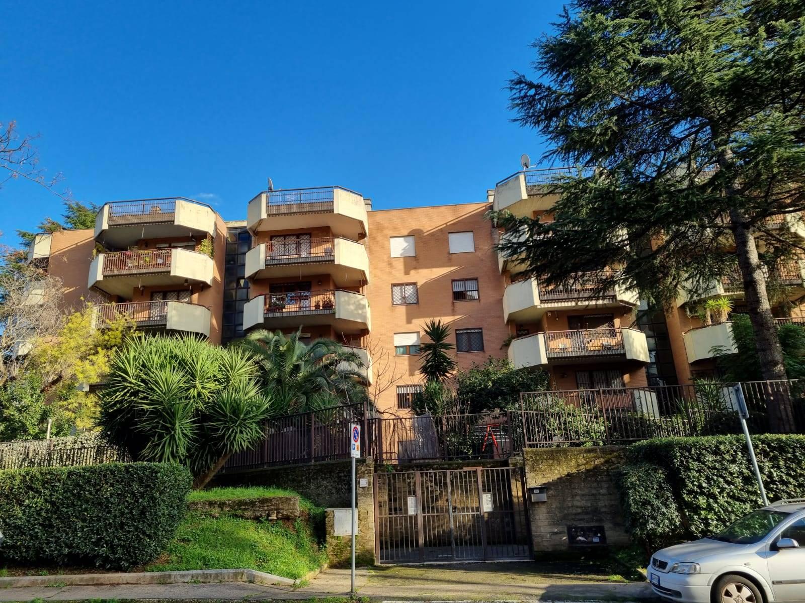 Casal de Pazzi Via Vittorio Valletta proponiamo in affitto appartamento mq. 80 composto da ingresso, soggiorno, cucina abitabile, due camere