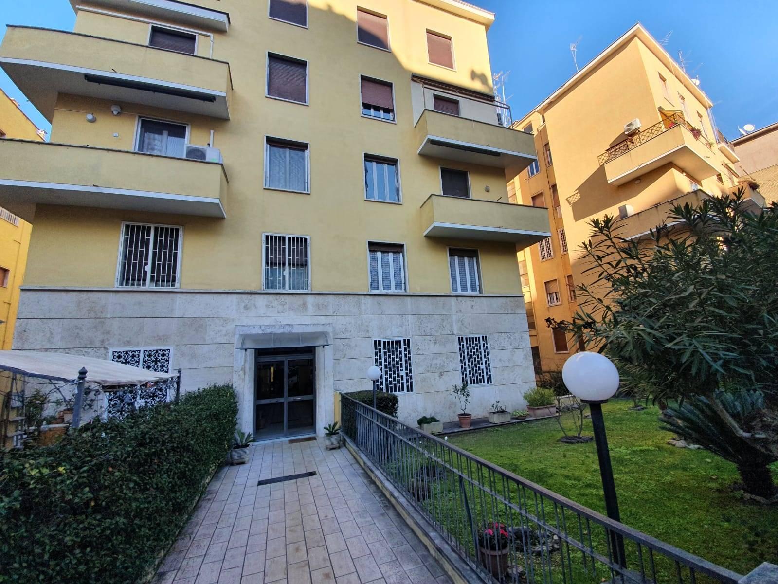 Balduina Via delle Medaglie D'oro a 300 mt da Piazzale della Balduina e a 3 km dall'Ospedale Gemelli proponiamo in affitto delizioso bilocale di 65