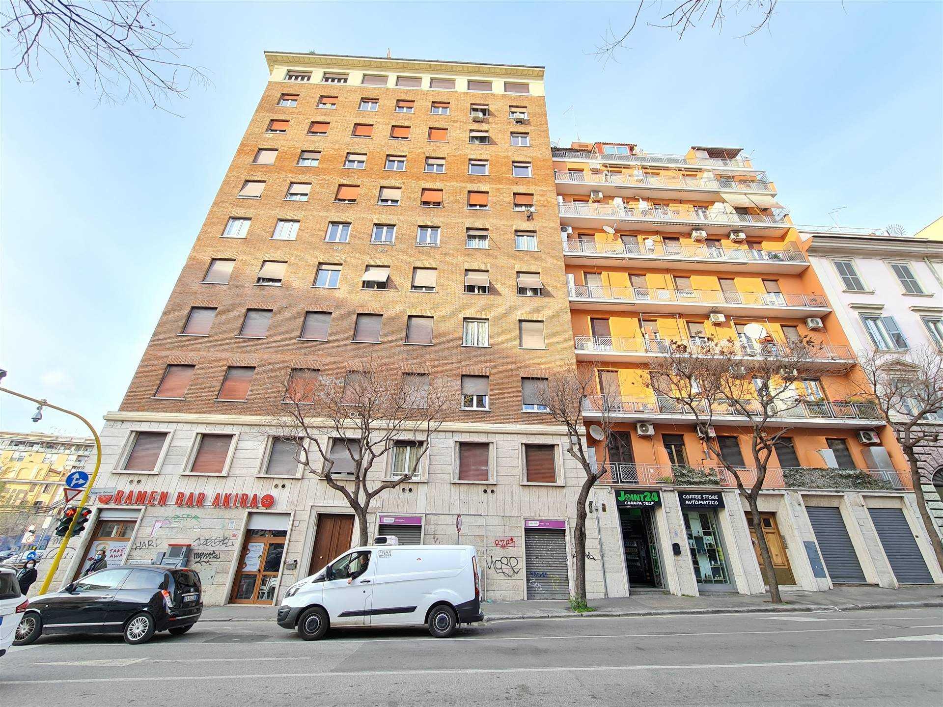 OSTIENSE, ROMA, precisamente in Via Pellegrino Matteucci, proponiamo stanze arredate con uso comune di bagno e cucina, le stanze sono 2 piu' una