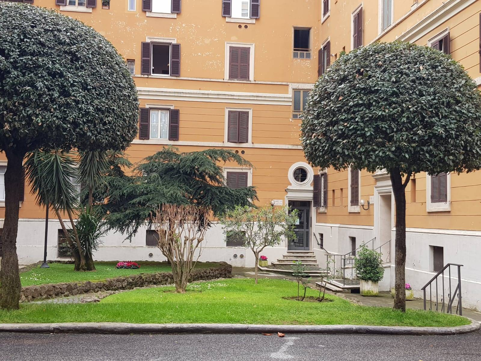 SAN GIOVANNI, ROMA, Apartment for rent of 60 Sq. mt., Good condition, Heating Centralized, Energetic class: G, placed at 1° on 6, composed by: 3 Rooms, Kitchenette, , 2 Bedrooms, 2 Bathrooms, Price: