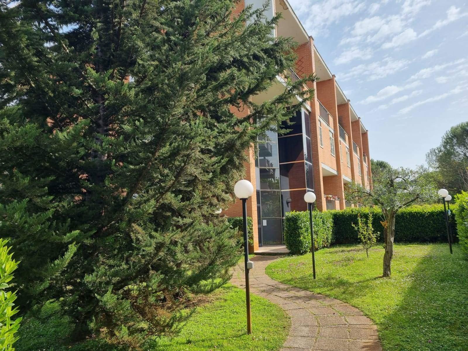 Casal de Pazzi Via Giuseppe Antonio Pasquale adiacente Via Nomentana in stabile in cortina e giardino condominiale proponiamo in affitto appartamento