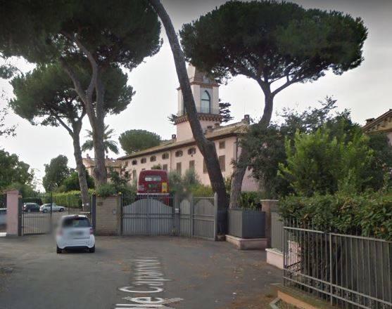STATUARIO/CAPANELLE in un contesto altamente signorile, all'interno di un monastero completamente ristrutturato, con posto auto e piscina