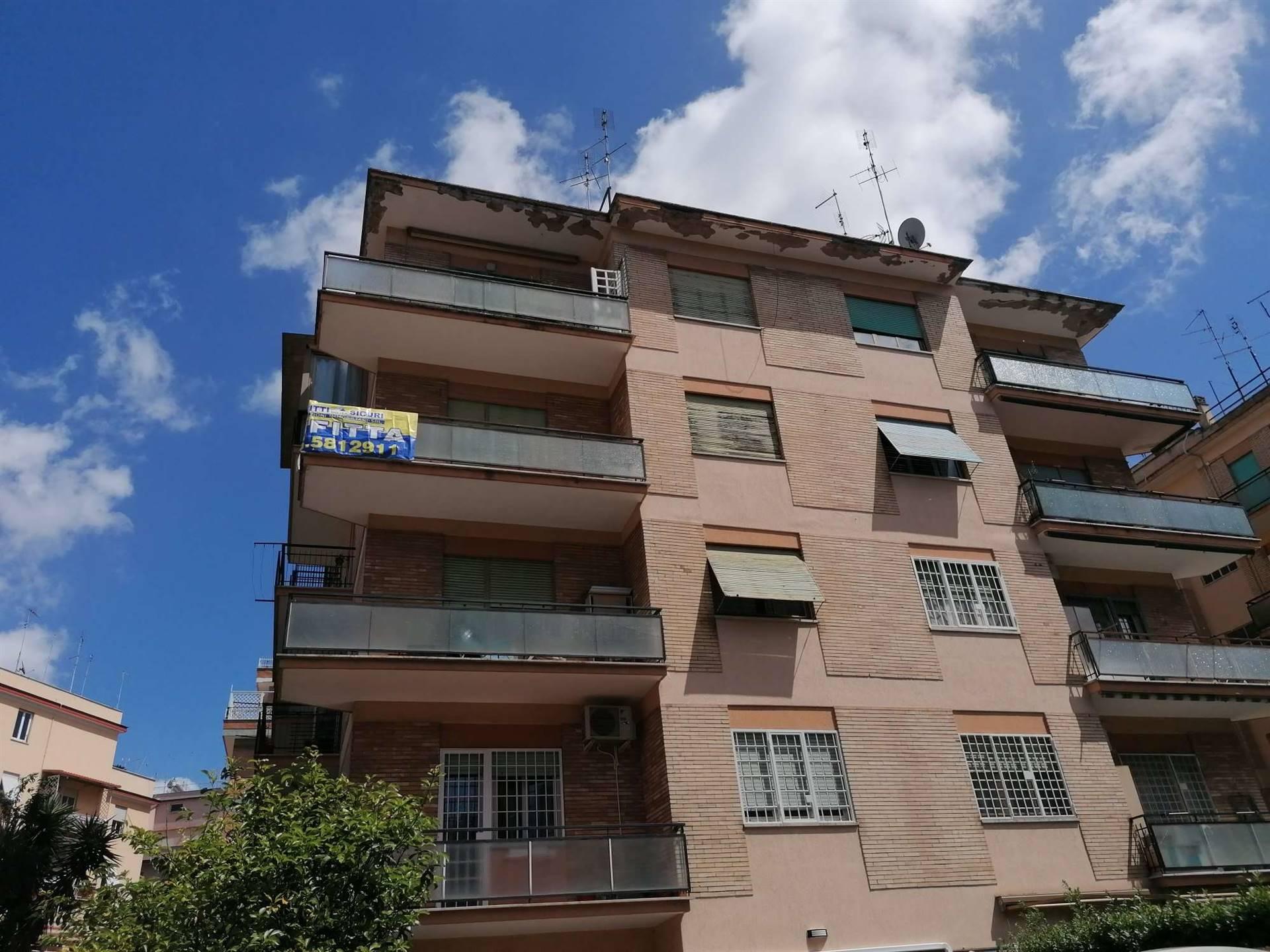 Pineta Sacchetti- Boccea, esattamente in Via Prospero Santacroce, disponiamo di appartamento in locazione, ampia superficie, piano alto e luminosissimo, in una elegante palazzina. Completamente