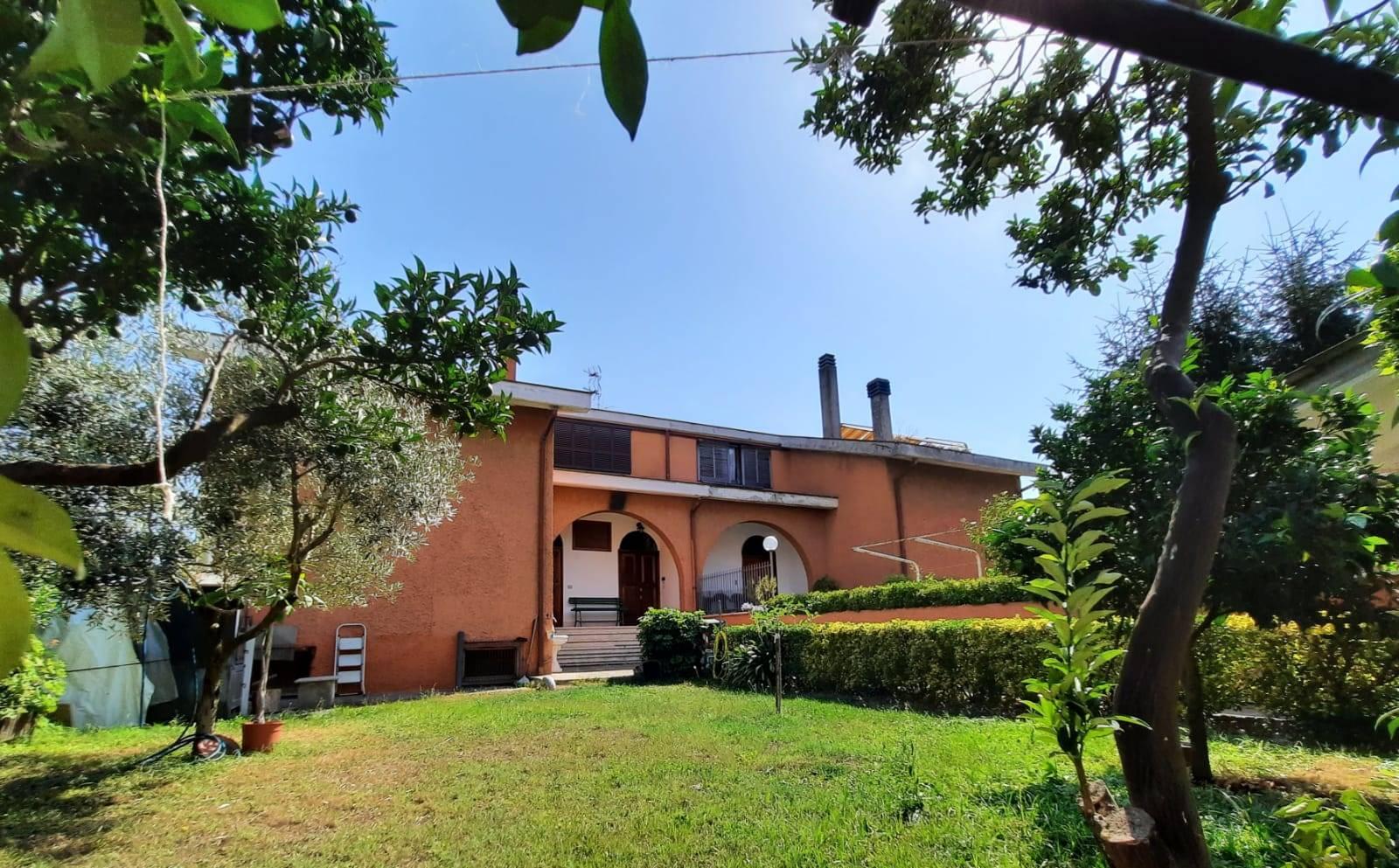 AURELIA, CASAL LUMBROSO MASSIMINA, a solo 2 km. dal GRA, e precisamente in via della Massimilla, vendesi Appartamento trilocale di 90 mq. ca.