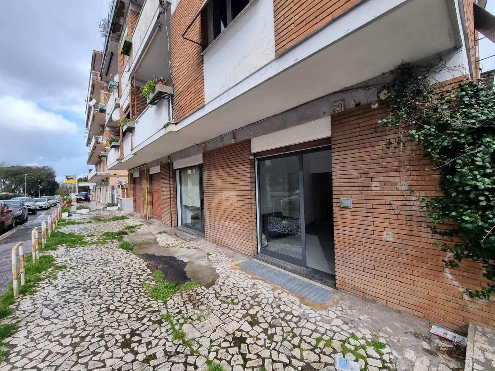 San Cleto Via Poggio Bracciolini proponiamo in vendita locale commerciale su due livelli piano terra C/1 di circa 45 mq. piano seminterrato C/2 circa
