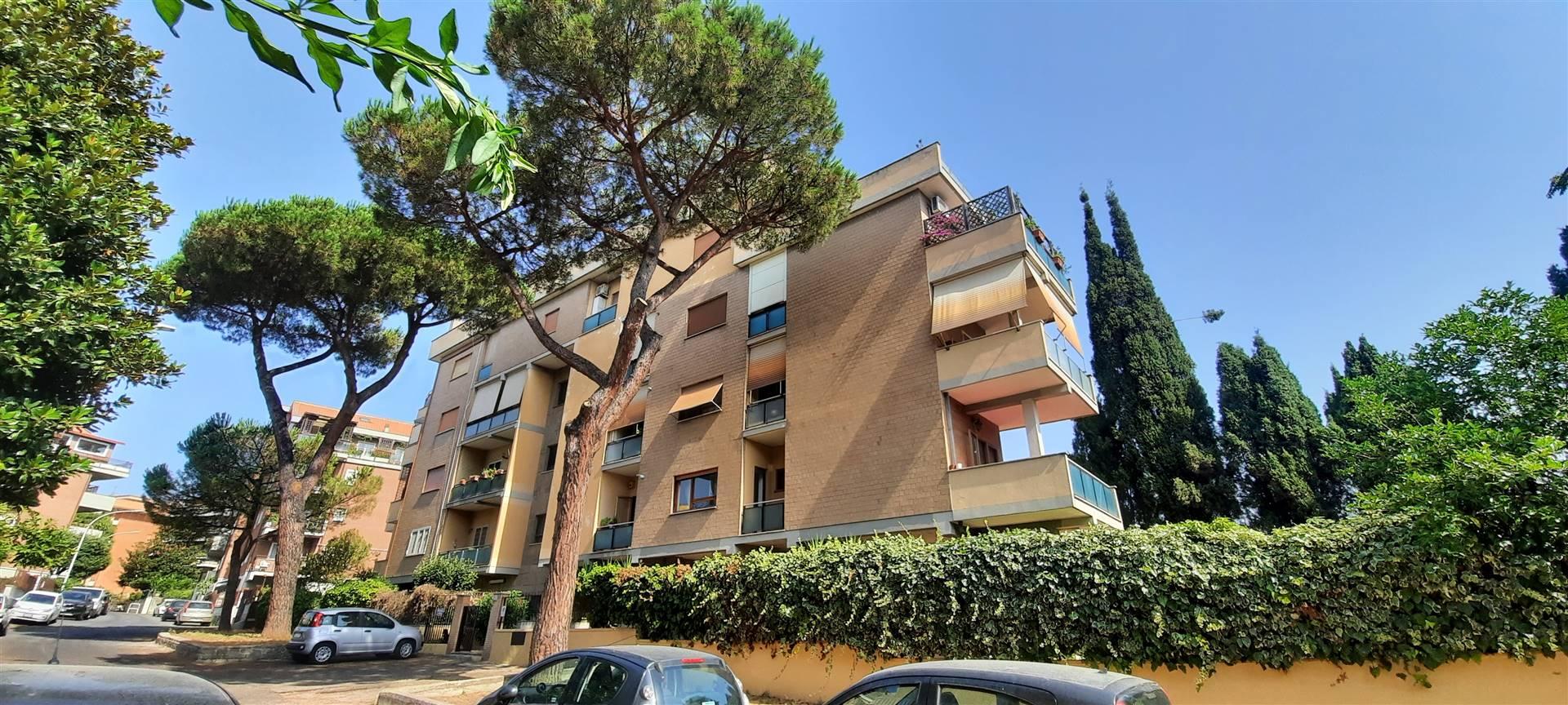 ROMA, UBALDI, precisamente in Via Enrico Besta, zona tranquilla e residenziale a 300 mt dal capolinea dell'ATAC di Cornelia e 500 mt dalla Metropolitana, a pochi minuti da tutte le attività
