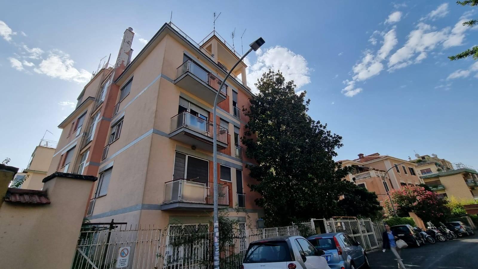 Città Giardino Via Capo Peloro proponiamo in affitto monolocale di 40 mq composto da ingresso, cucina abitabile, camera matrimoniale e bagno con