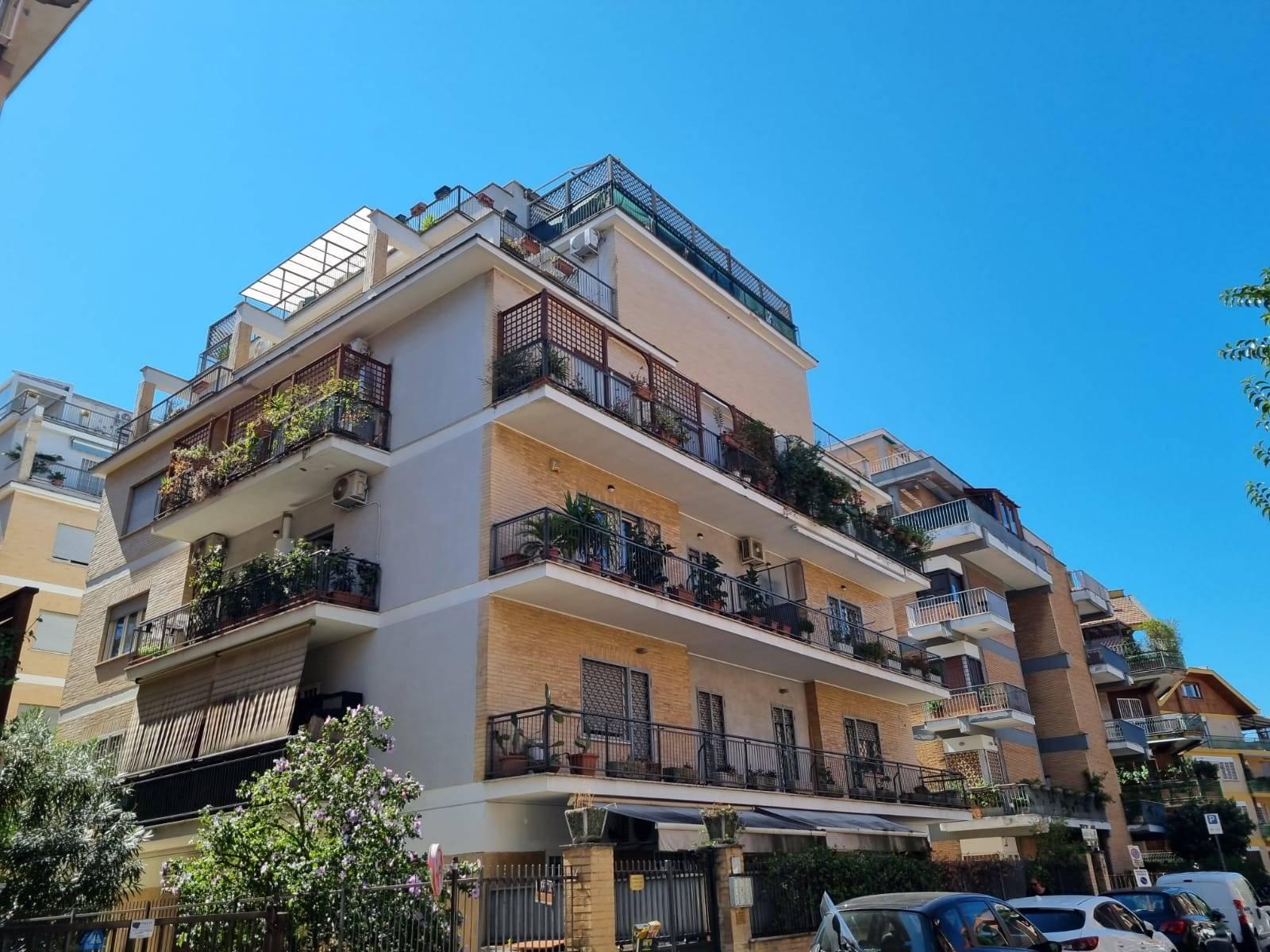 Talenti Via Isidoro del Lungo in stabile in cortina proponiamo delizioso appartamento ristrutturato piano terra di mq. 65 composto da ingresso, ampio