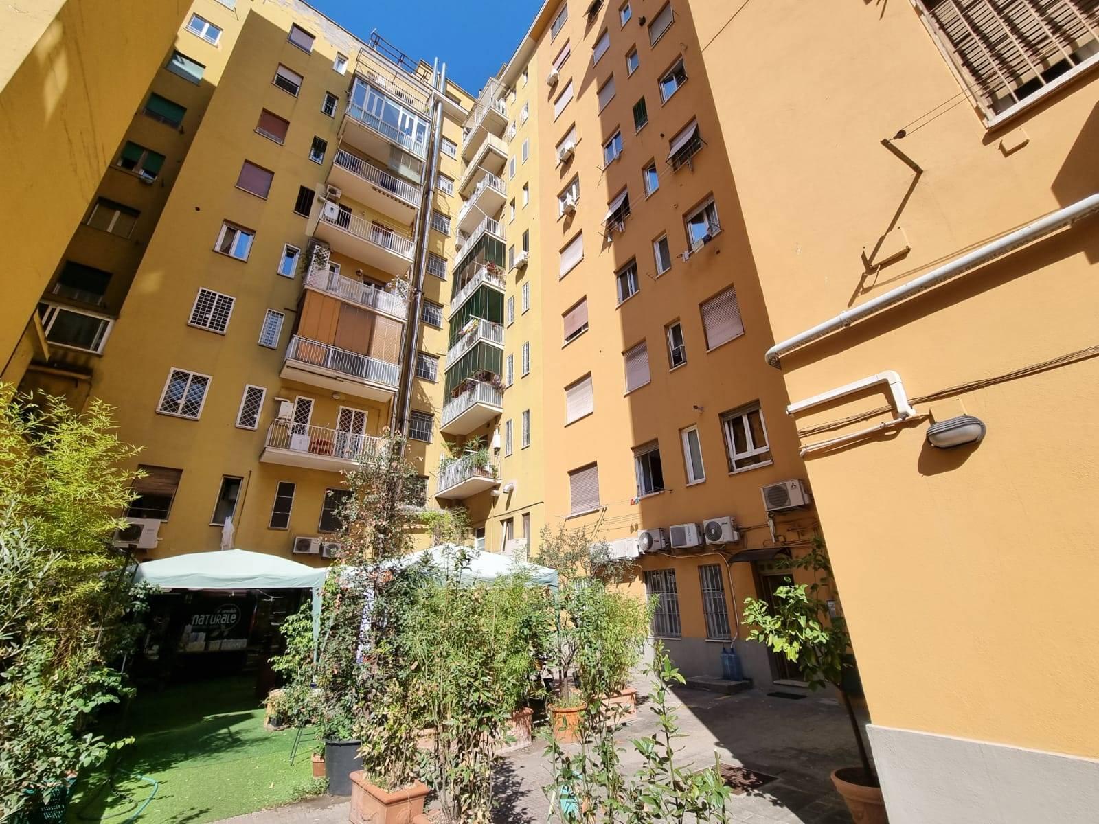 Largo Somalia, nei pressi del Parco Villa Chigi, a 10 minuti dalla metro Libia, proponiamo in affitto appartamento USO UFFICIO, posto al piano terra