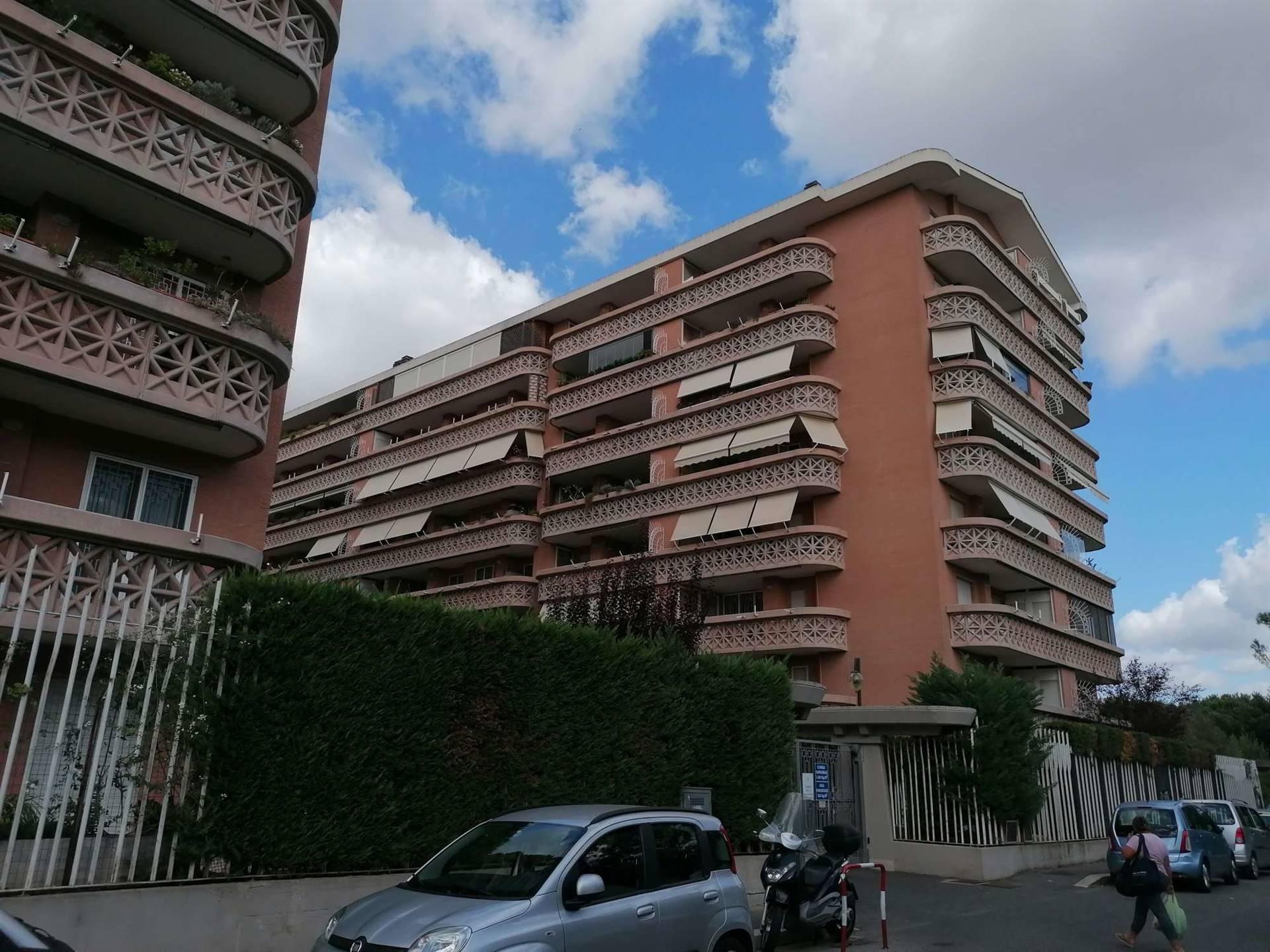AURELIO-BOCCEA, Valcannuta, costruzioni Papillo, elegante appartamento posto al piano primo, arredato con mobili moderni e di qualità, composto di