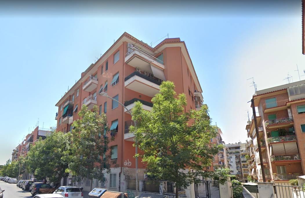 COLLI ALBANI precisamente in via Genzano, si propone in affitto Stanza matrimoniale ad uso singola, completamente arredata, in appartamento composta