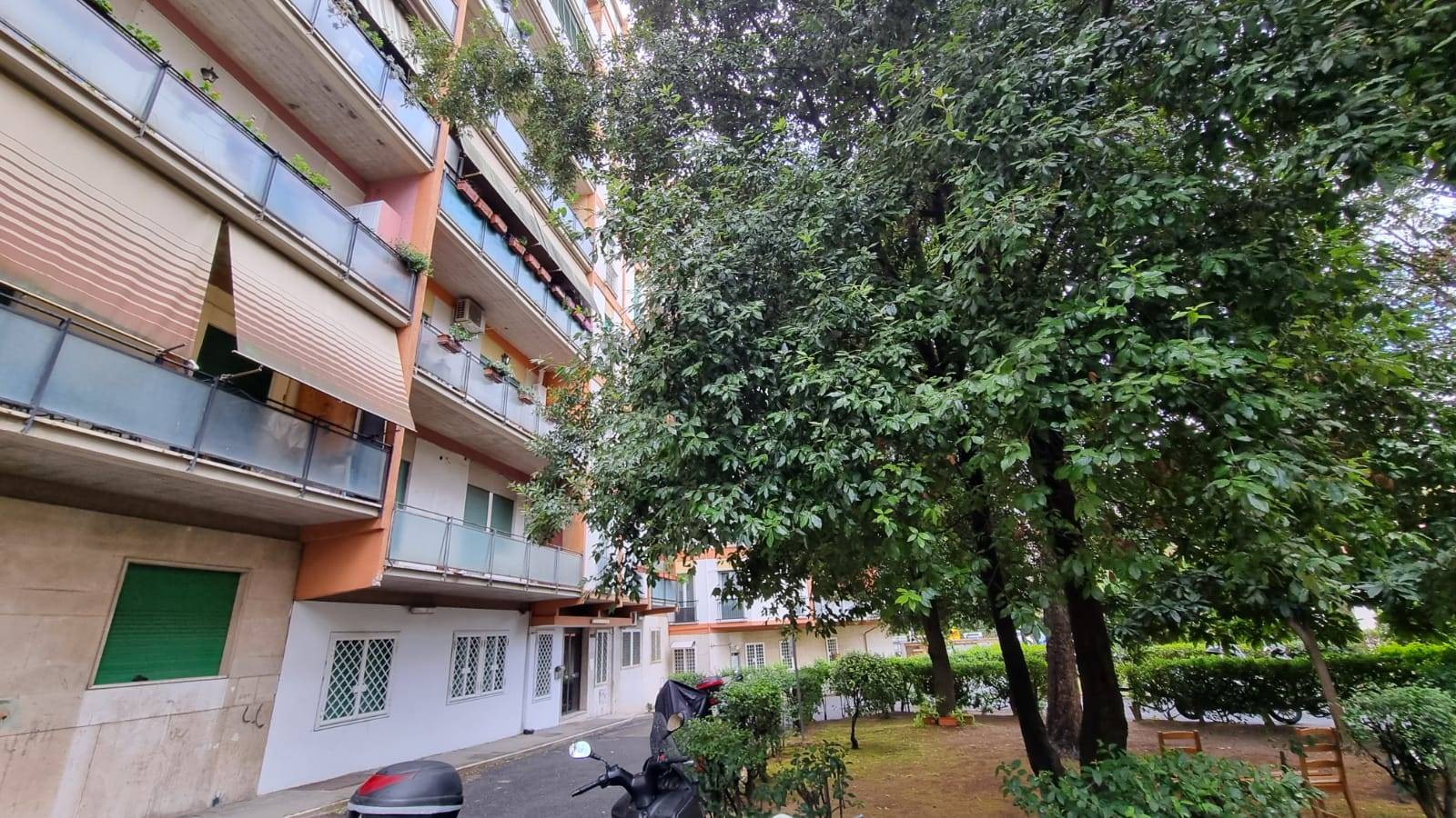 Nuovo Salario Via Monte Cervialto a pochi passi dalla Metro Ionio proponiamo in affitto delizioso appartamento di mq. 75 composto da soggiorno con