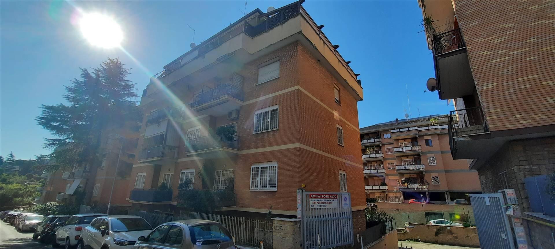 ROMA, BRAVETTA, precisamente in Via Giovan Battista Gisleni una traversa di Via dei Gonzaga, in zona residenziale e molto tranquilla, ben servita dai