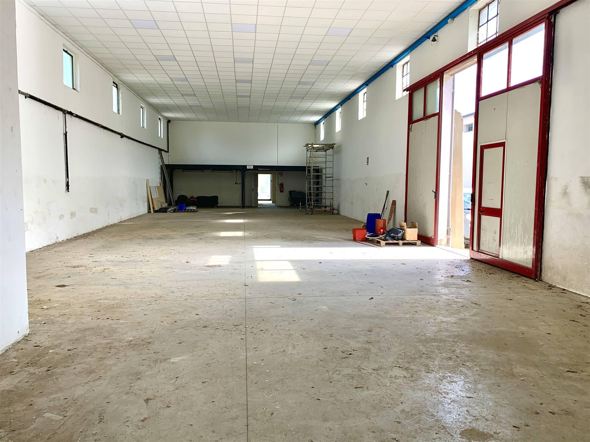 Immobile Commerciale in affitto a Porto Mantovano, 5 locali, prezzo € 1.100   PortaleAgenzieImmobiliari.it