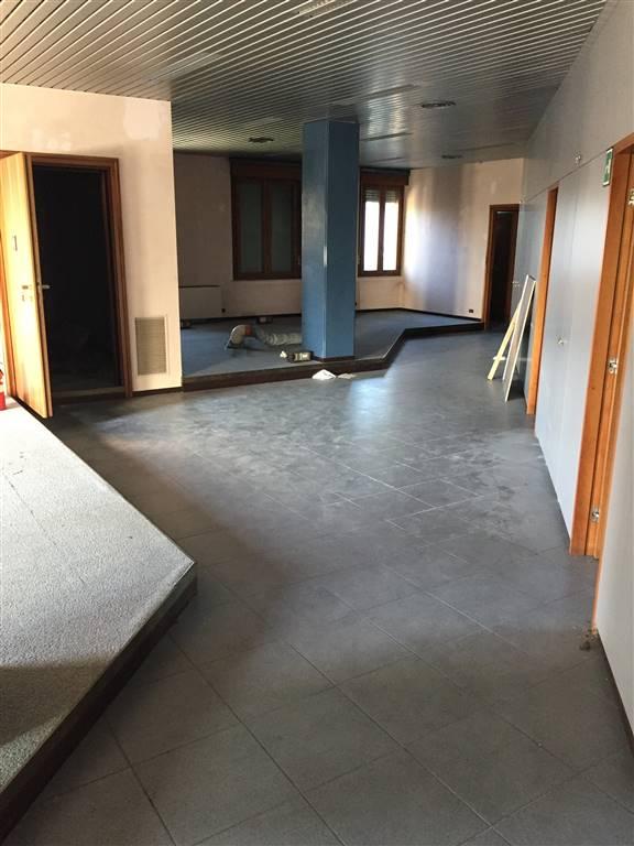 Negozio / Locale in affitto a Borgo Virgilio, 5 locali, zona Località: CERESE, prezzo € 3.000 | CambioCasa.it
