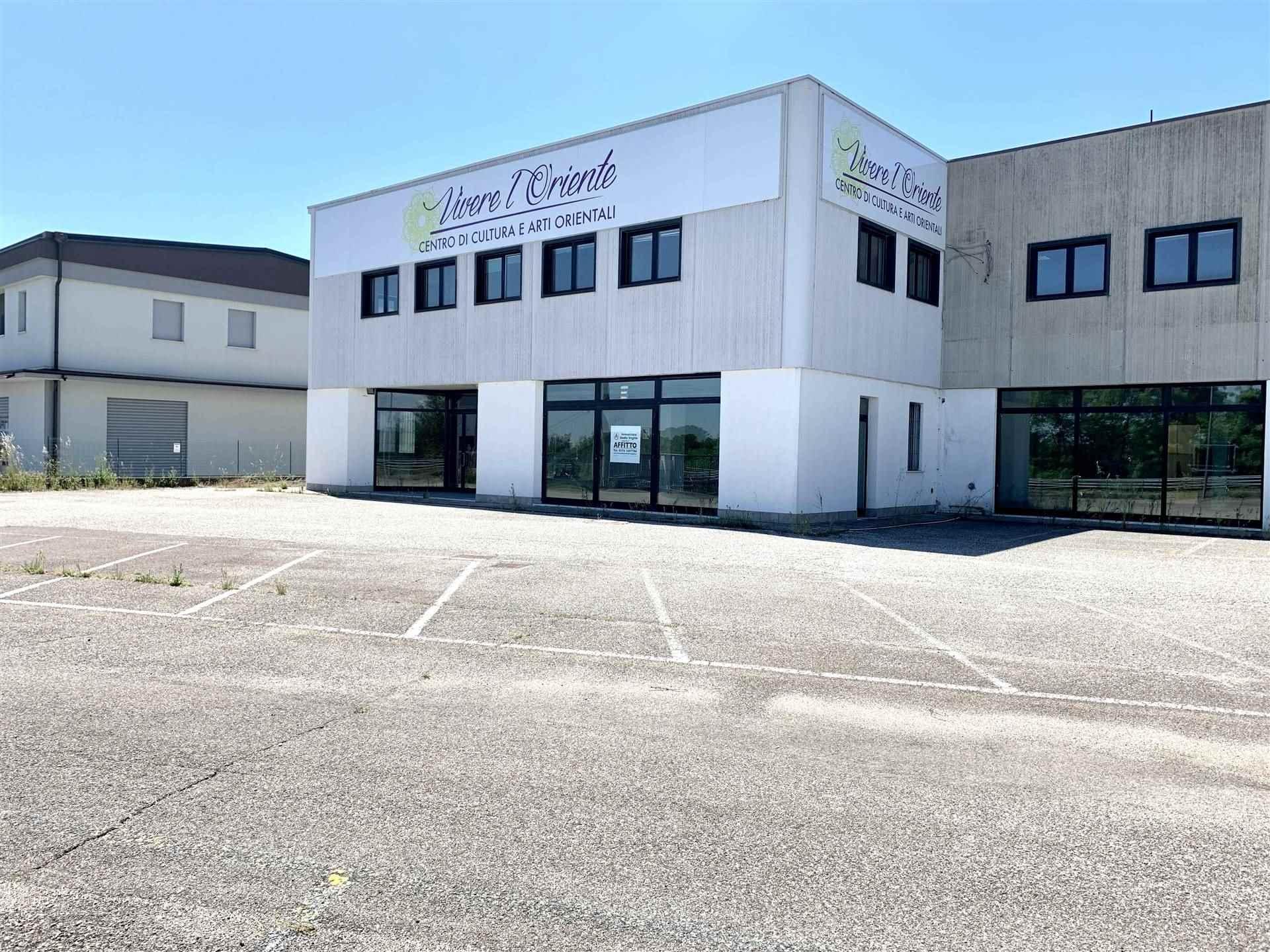 Immobile Commerciale in affitto a Borgo Virgilio, 7 locali, zona Località: CERESE, prezzo € 2.200 | CambioCasa.it