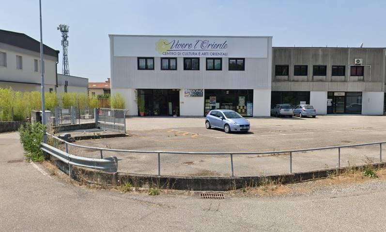 Immobile Commerciale in affitto a Borgo Virgilio, 7 locali, zona Località: CERESE, prezzo € 1.800 | CambioCasa.it