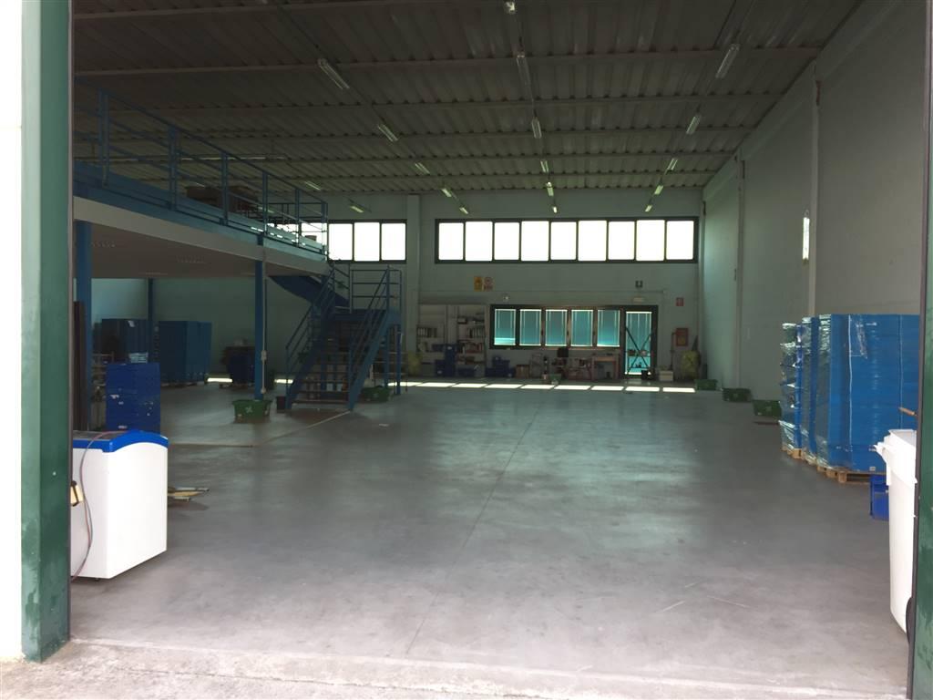 Immobile Commerciale in vendita a Bagnolo San Vito, 3 locali, zona Zona: San Biagio, prezzo € 220.000 | CambioCasa.it