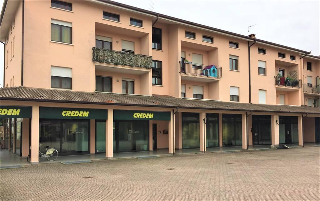 Negozio / Locale in affitto a Borgo Virgilio, 2 locali, prezzo € 400 | CambioCasa.it