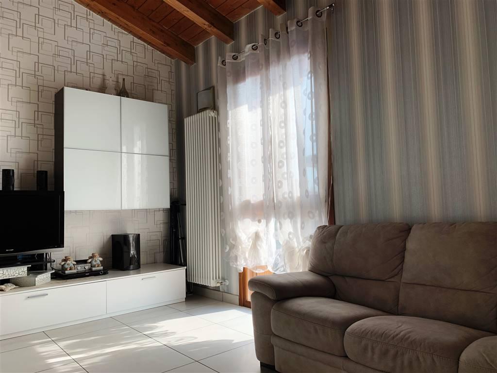 Appartamento in vendita a Bagnolo San Vito, 3 locali, zona Zona: San Biagio, prezzo € 105.000 | CambioCasa.it