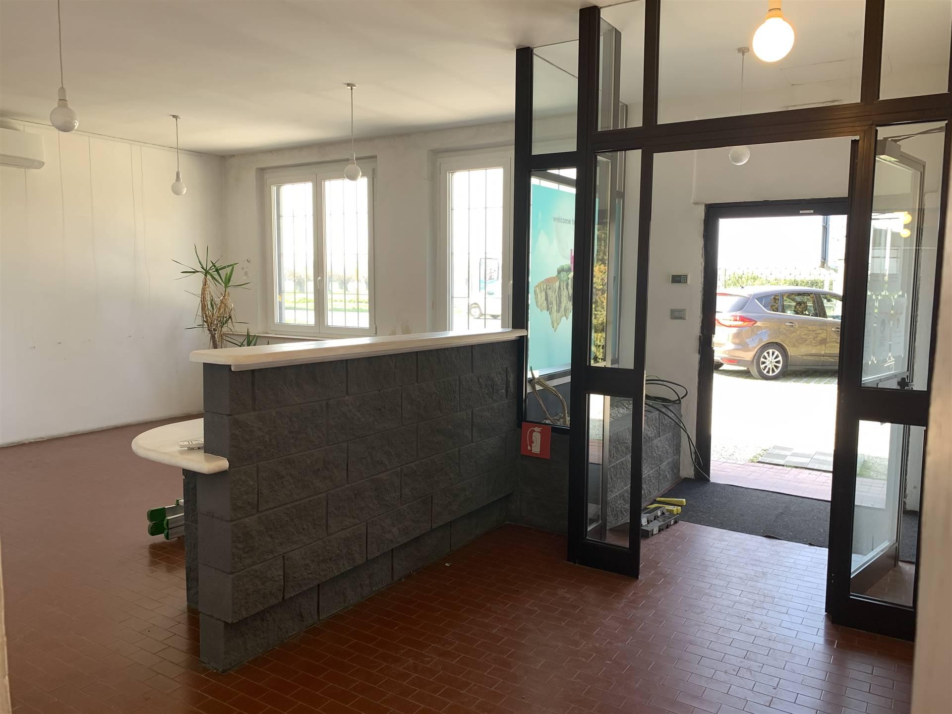 Immobile Commerciale in affitto a Curtatone, 5 locali, zona Località: MONTANARA, prezzo € 2.000 | PortaleAgenzieImmobiliari.it
