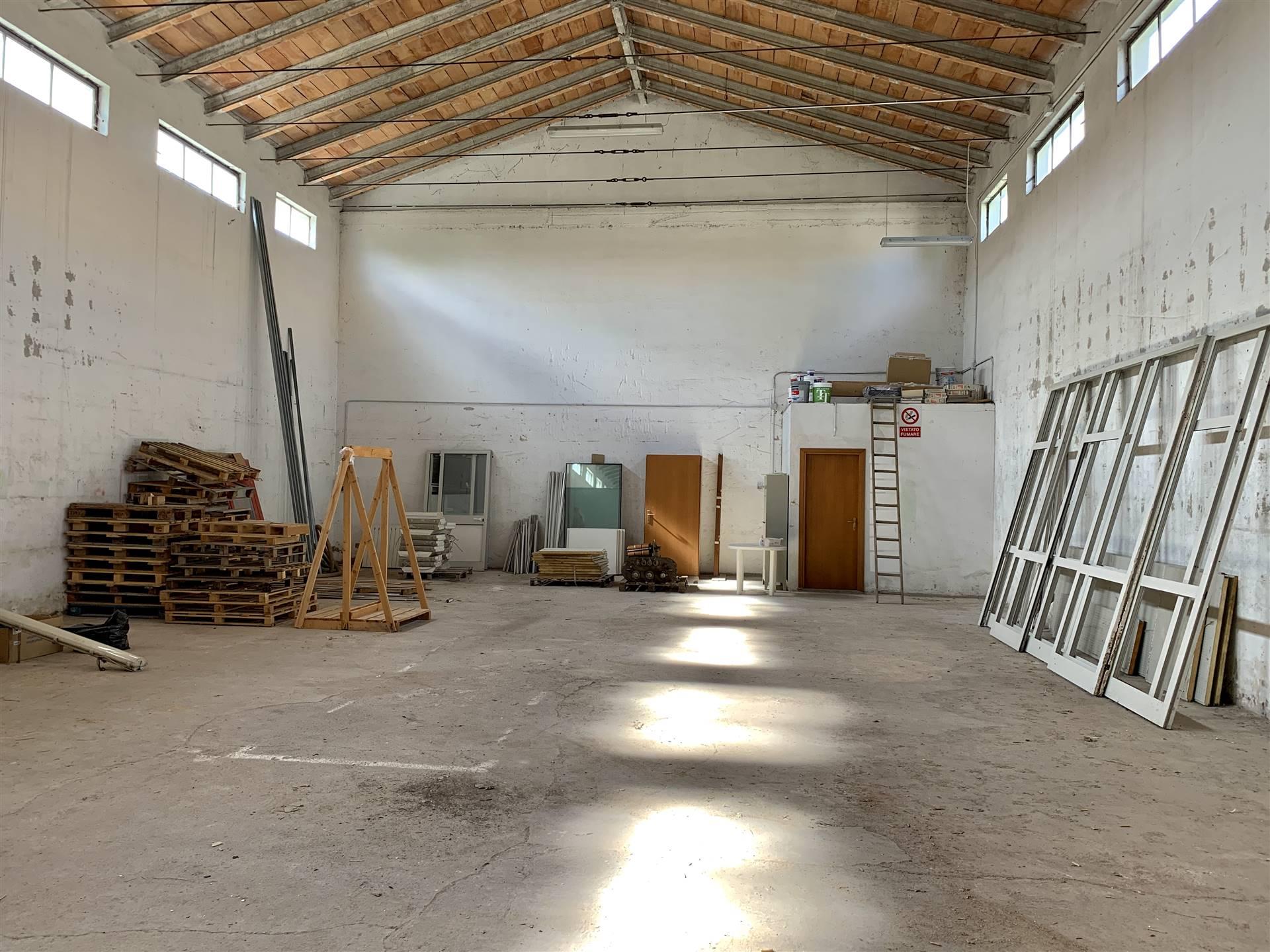 Immobile Commerciale in affitto a Porto Mantovano, 3 locali, zona Zona: Sant'Antonio (capoluogo), prezzo € 640 | CambioCasa.it