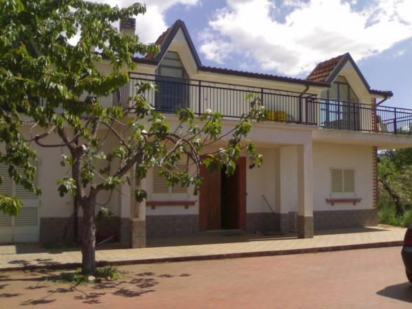 Villa in vendita a Castrovillari, 8 locali, zona Località: VIGNE, prezzo € 180.000 | CambioCasa.it