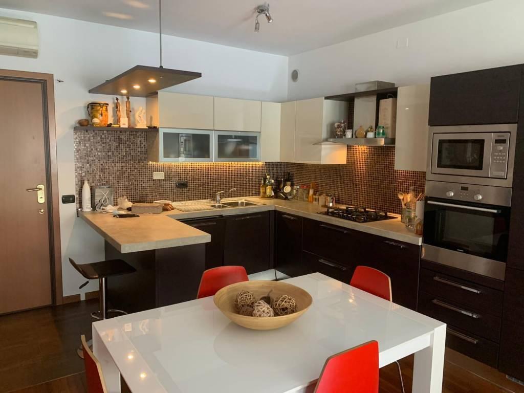 Appartamento in vendita a Buccinasco, 3 locali, zona Località: ROBARELLO, prezzo € 235.000 | CambioCasa.it