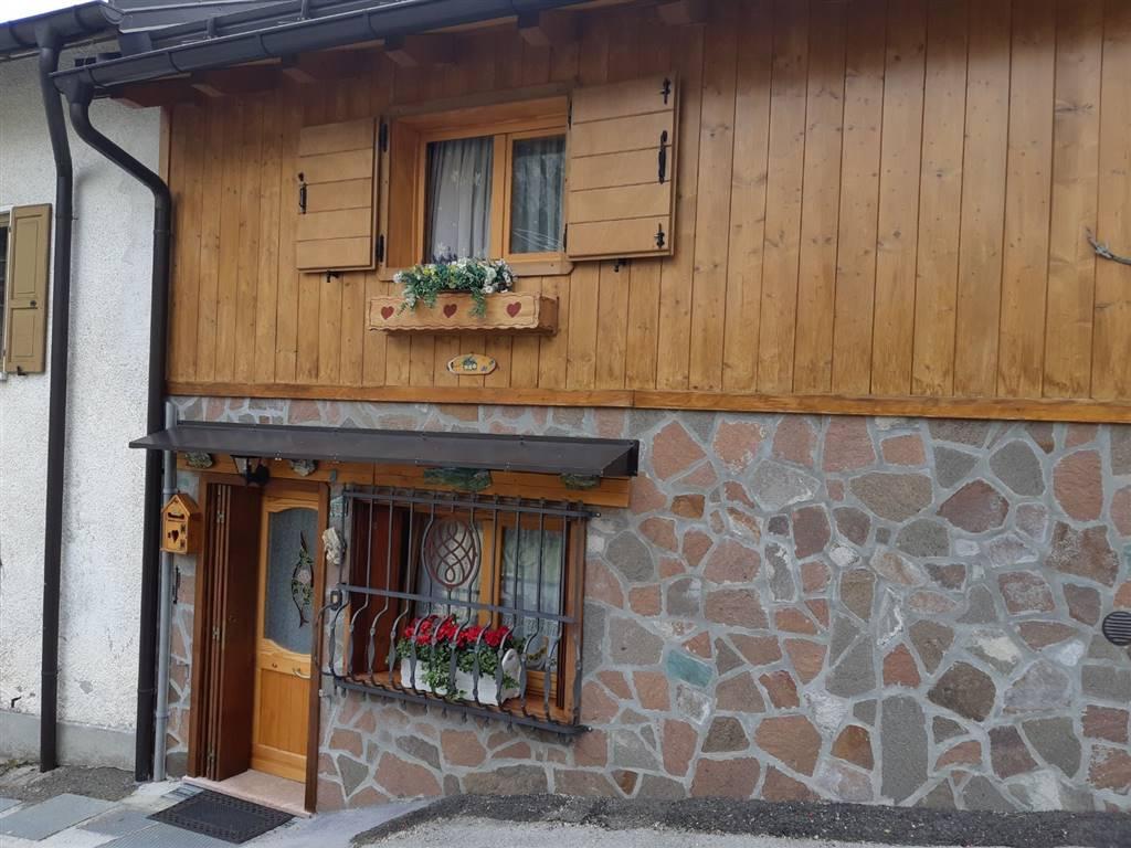 Rustico / Casale in vendita a Gosaldo, 3 locali, prezzo € 90.000 | CambioCasa.it