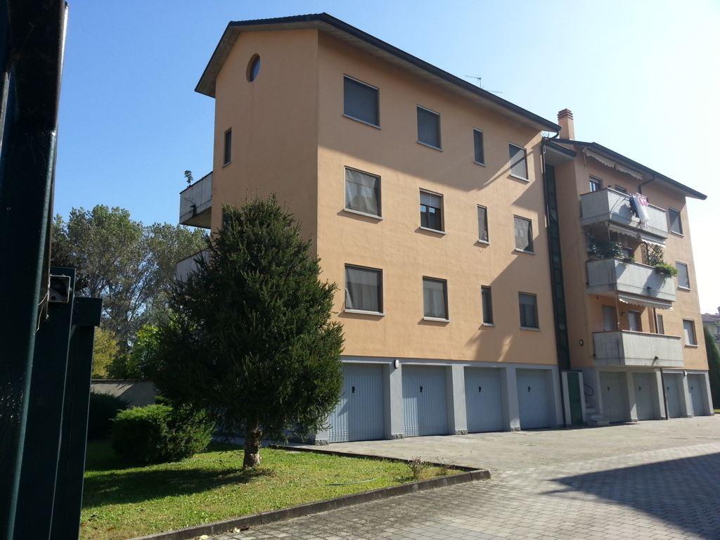 Trilocale in Via Dei Pescatori 8, Semicentro, Lodi