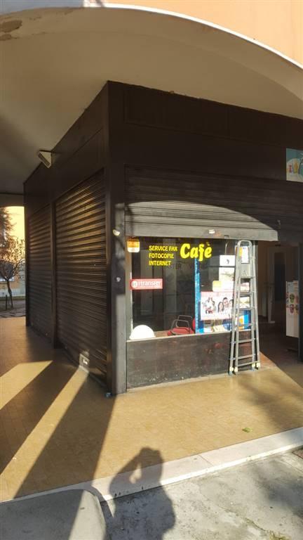 Locale commerciale in Via De Amicis 15, Melegnano