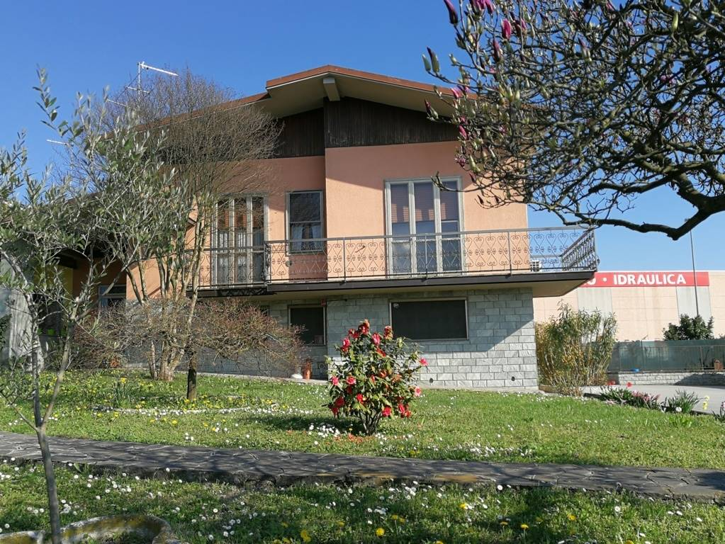 CORNEGLIANO LAUDENSE, Villa for sale of 130 Sq. mt., Excellent Condition, Heating Individual heating system, Energetic class: G, Epi: 254,26 kwh/m2