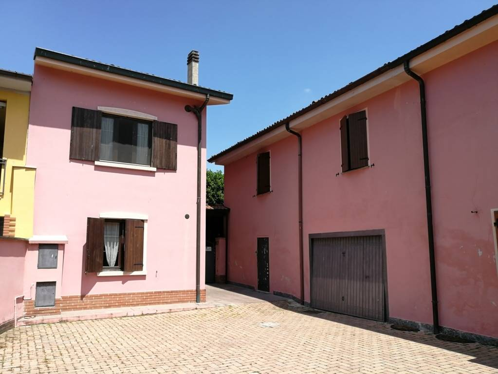 MAIOCCA, CODOGNO, Detached house for sale of 240 Sq. mt., Excellent Condition, Heating Individual heating system, Energetic class: G, Epi: 202,7