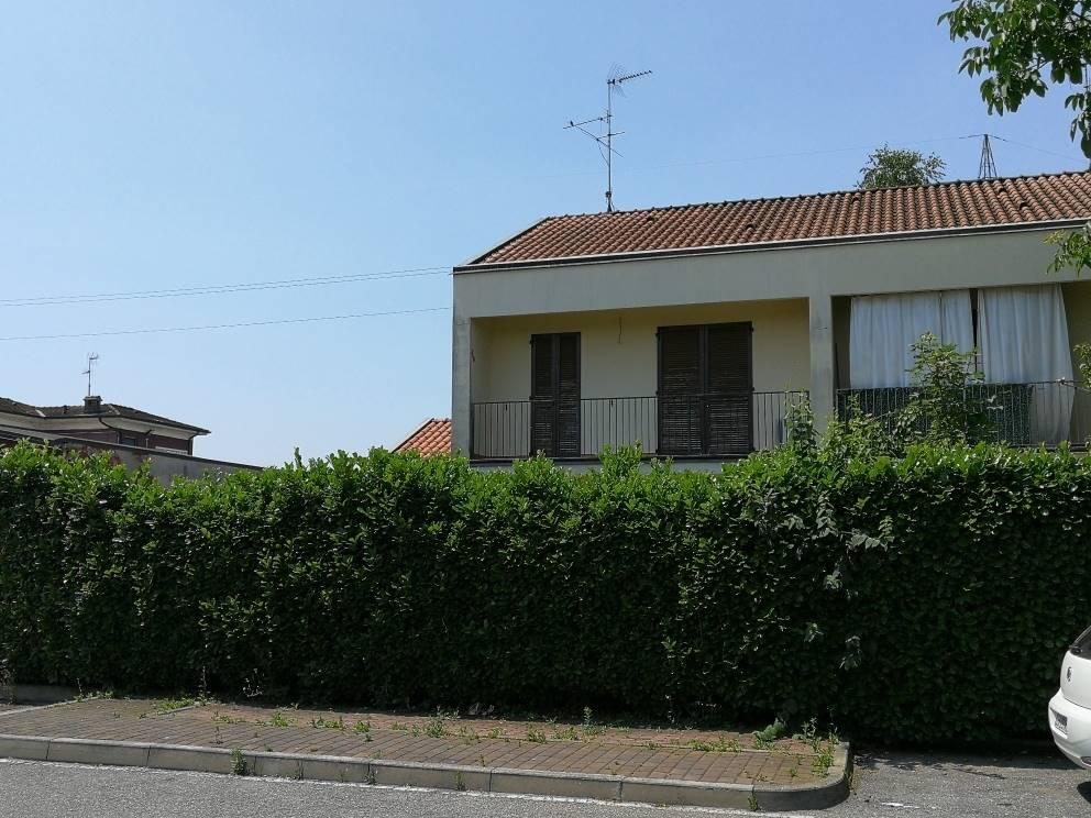 Villa a schiera in Via Roma 88, Ossago Lodigiano