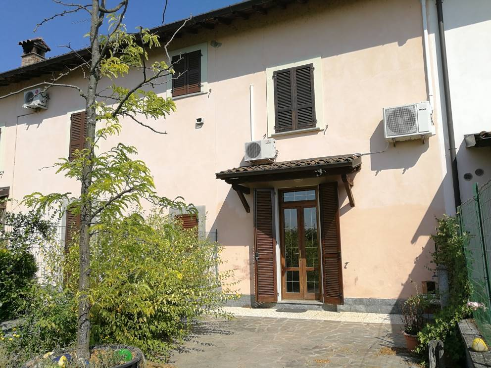 OLMO, LODI, Semi detached house for sale of 150 Sq. mt., Good condition, Heating Individual heating system, Energetic class: E, Epi: 205,25 kwh/m2