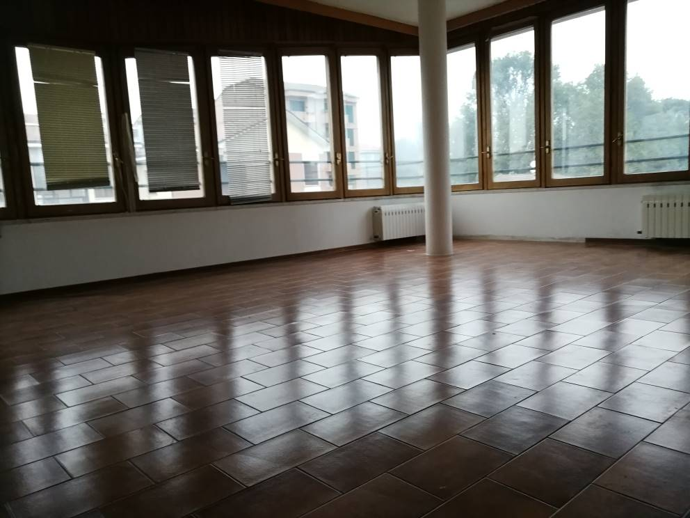 SEMICENTRO, LODI, Apartment for sale of 134 Sq. mt., Habitable, Heating Individual heating system, Energetic class: G, Epi: 237,45 kwh/m2 year,