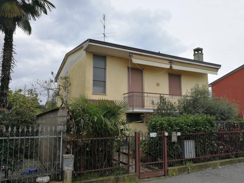 MOTTA VIGANA, MASSALENGO, Villa for sale of 110 Sq. mt., Habitable, Heating Individual heating system, Energetic class: G, Epi: 348,92 kwh/m2 year,