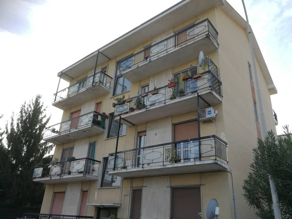 LAGHI FANFANI, LODI, Apartment for sale of 82 Sq. mt., Restored, Heating Individual heating system, Energetic class: E, placed at 2° on 4, composed