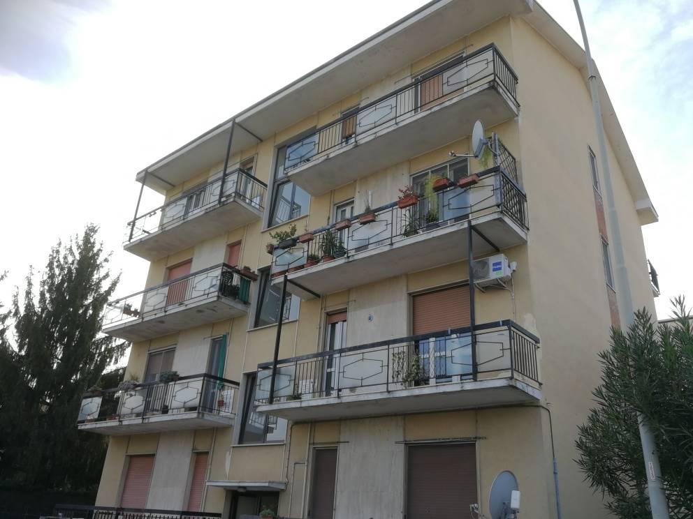 Trilocale con 2 balconi sito al piano 2° composto da ingresso, sala, cucina abitabile con 2 camere da letto e bagno. Ristrutturato completamente,