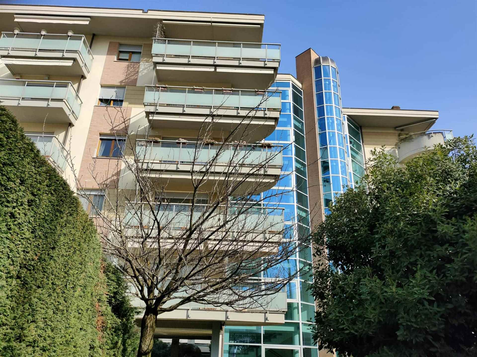 LODICITTA, LODI, Penthouse for sale of 285 Sq. mt., Excellent Condition, Heating Individual heating system, Energetic class: E, placed at 4° on 5,