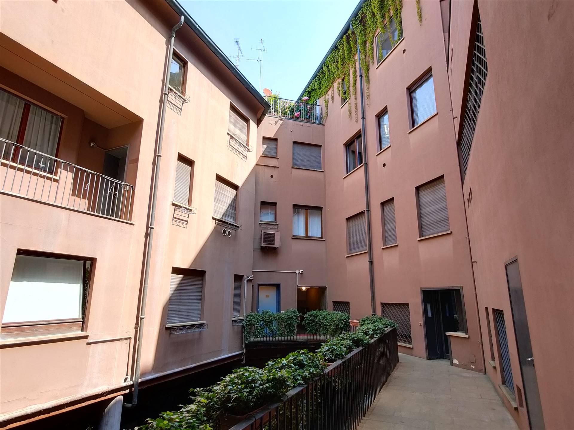 QUADRILATERO, MILANO, Appartamento in vendita di 130 Mq, Abitabile, Riscaldamento Centralizzato, Classe energetica: D, Epi: 29,65 kwh/m2 anno, posto