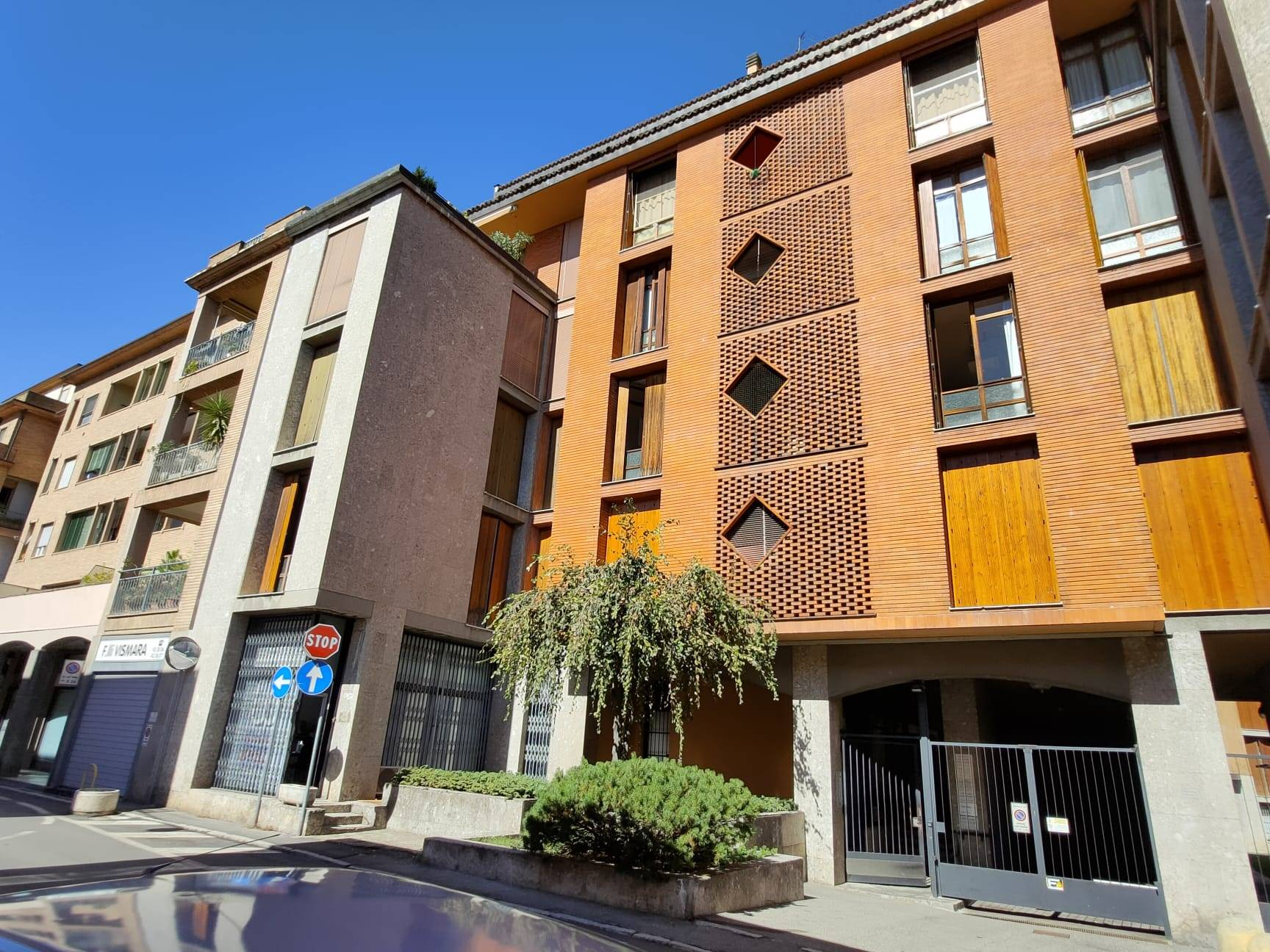 CENTRO, LODI, Office for sale, Good condition, Heating Centralized, Energetic class: D, placed at 4° on 6, composed by: 4 Rooms, 1 Bathroom, Elevator,