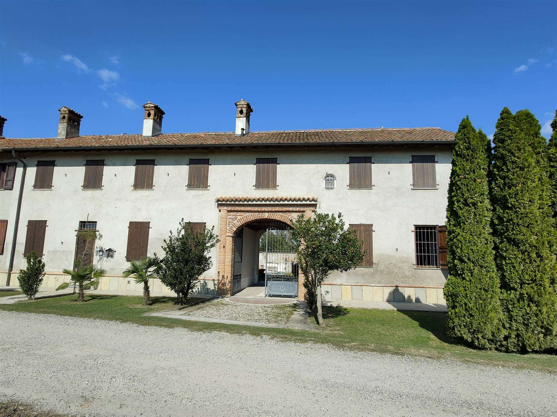 PIEVE FISSIRAGA, Farmhouse for sale, Restored, Heating Individual heating system, Energetic class: G, Epi: 327,45 kwh/m2 year, placed at Ground,