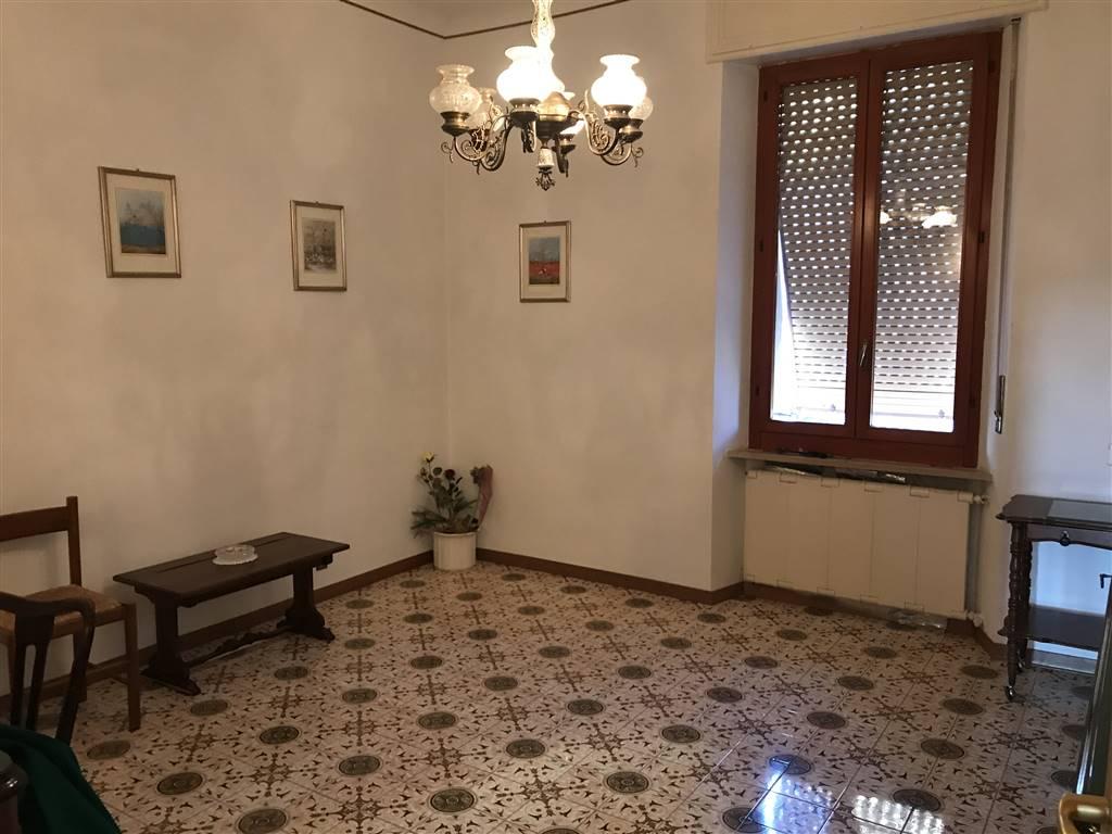 Trilocale, Q. Adriatico, Ancona, da ristrutturare