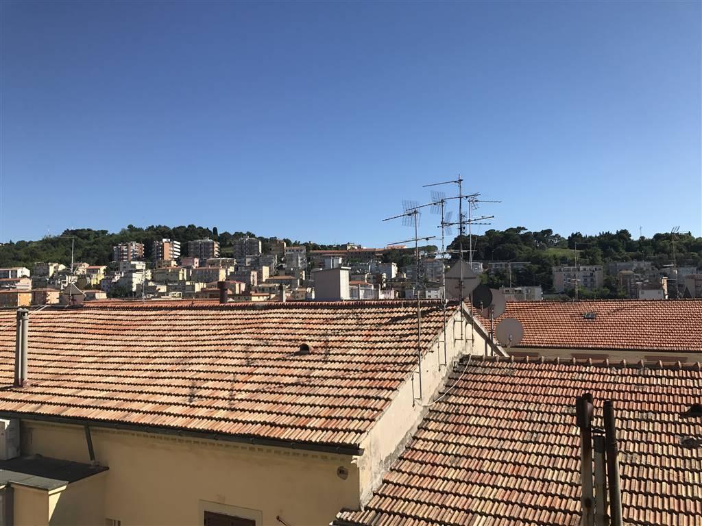 Trilocale in Corso Amendola 3, Q. Adriatico, Ancona