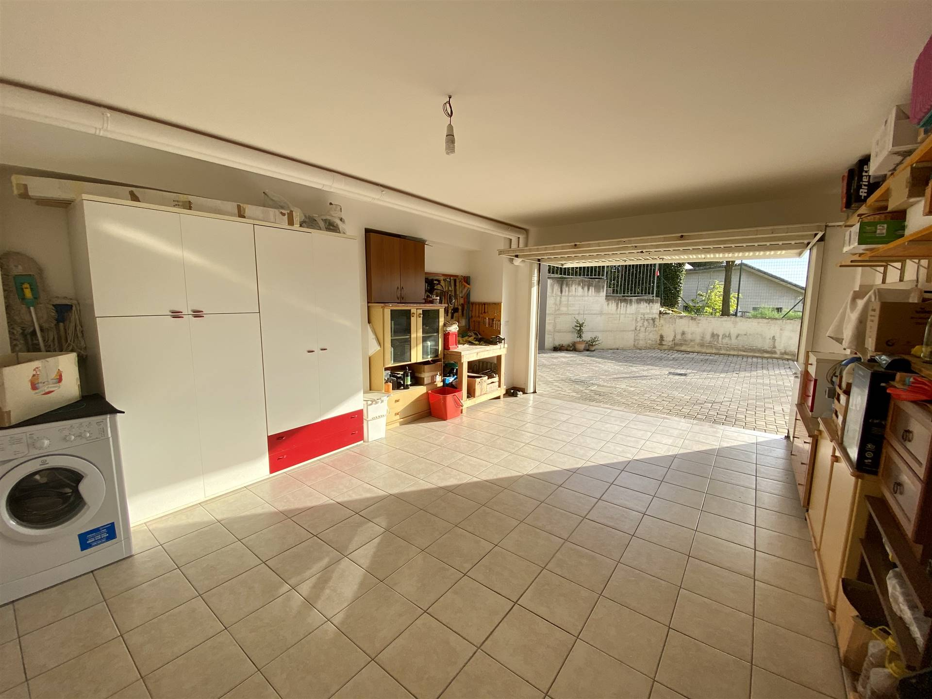 ampio garage