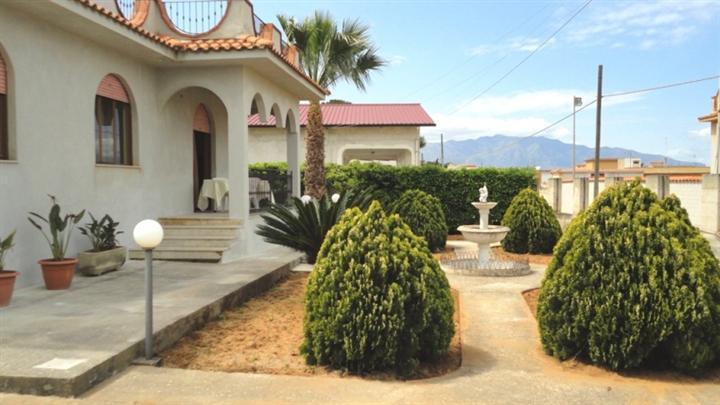 Villa, Balestrate, ristrutturata
