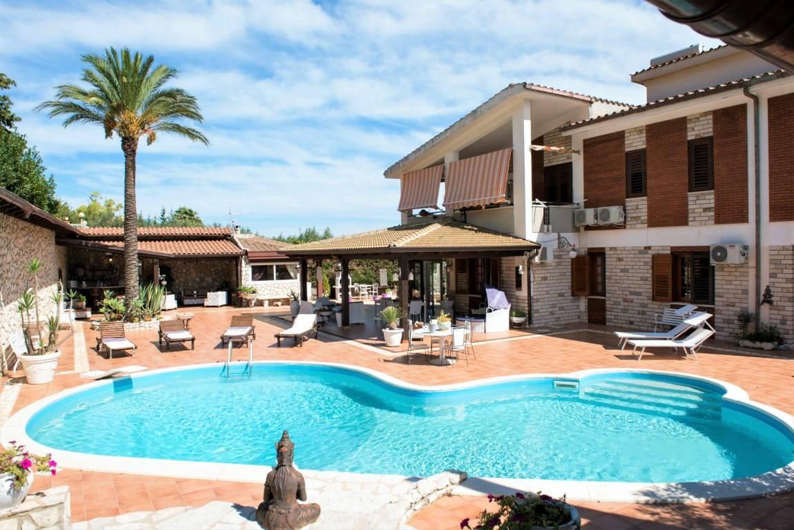 Villa in affitto a Castellammare del Golfo, 7 locali, prezzo € 2.000 | CambioCasa.it